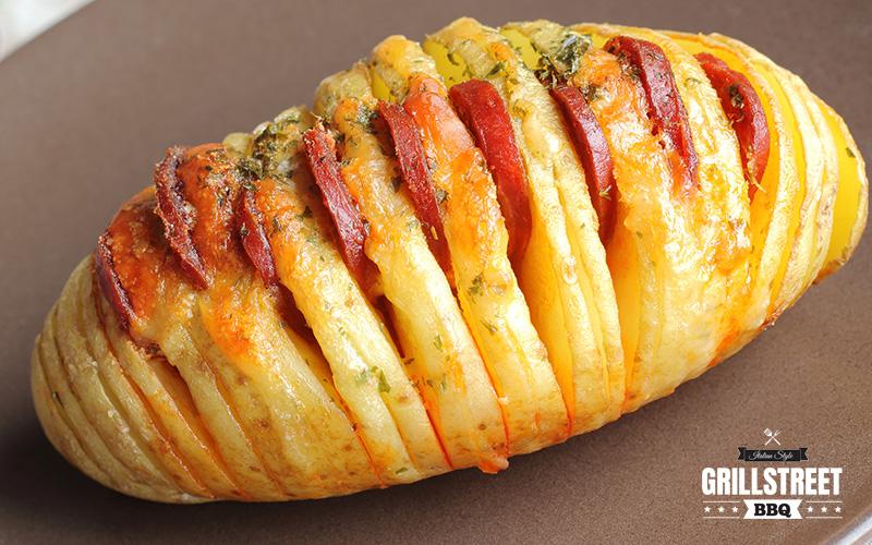 Patata Hasselback con salamino piccante